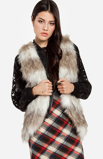Two Tone Faux Fur Vest Slide 1